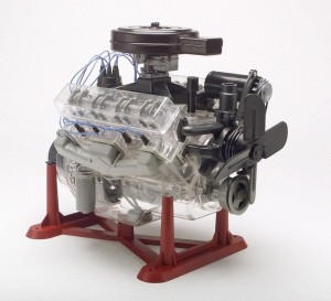 MONOGRAM 8883 - 1/4 SILNIK VISIBLE V8 ENGINE